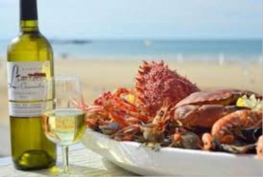 Genießen Sie eine Meeresfrüchte-Platte mit Blick aufs offene Meer!